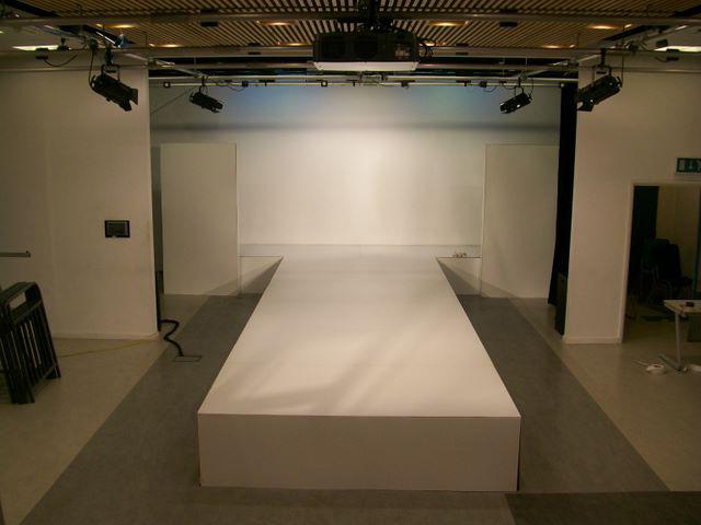 Подиум-сцена - изготовление подиумов на заказ в Москве 639c6589582