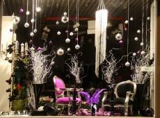 Новогоднее оформление витрины шоу-рума итальянской мебели