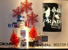 Новогоднее оформление магазина косметики и парфюмерии