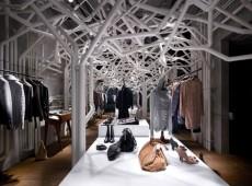 Оформление магазина одежды в индустриальном стиле