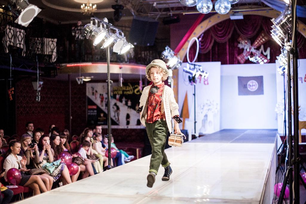 Подиум для показов - купить стильный подиум для показа мод в Москве ... 47df1c1f4df