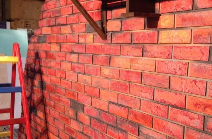 Бутафорские работы по изготовлению кирпичной стенки